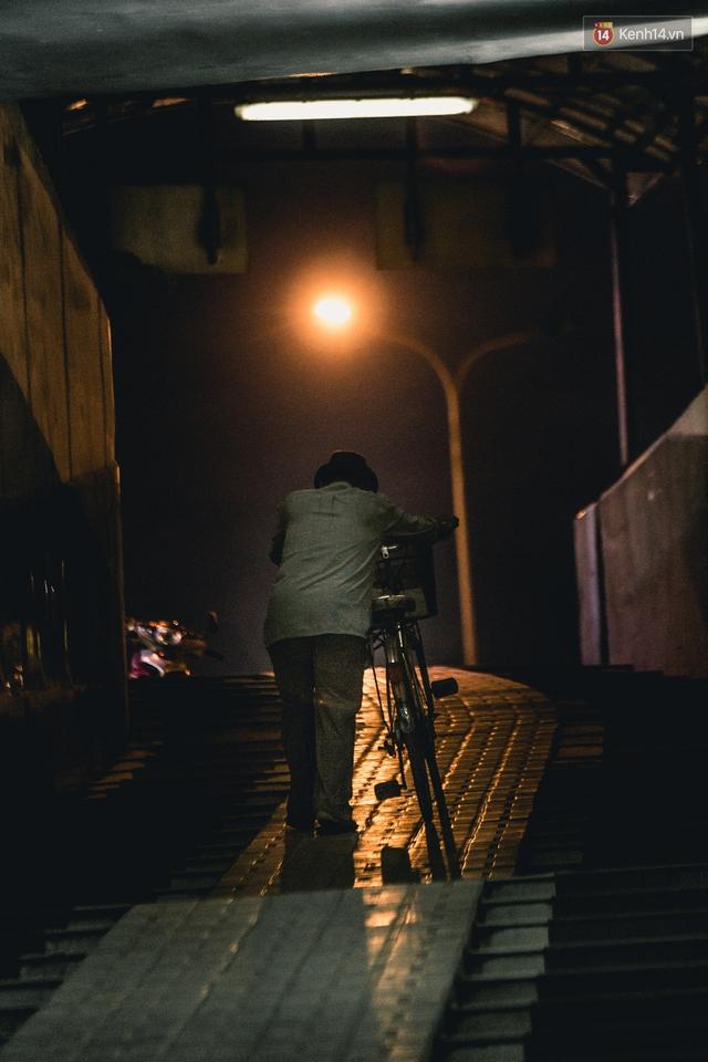 Chùm ảnh: Một nhịp sống Hà Nội thật khác ở phố đi bộ 12 cửa dưới lòng đất trong 10 năm qua - Ảnh 16.