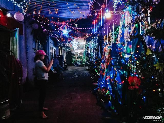 Đời sống qua lăng kính smartphone (Kỳ 1): Người dân Sài Gòn nô nức trang trí phố xá đón Noel đến gần - Ảnh 18.