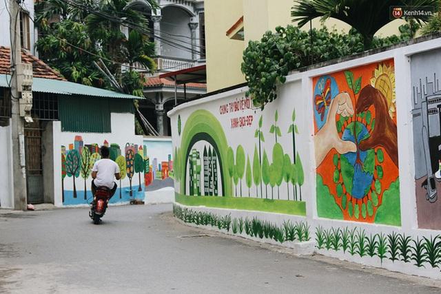 Đâu cần đến Quảng Nam mới có làng bích họa, ngay Hà Nội giờ cũng có con đường được vẽ đẹp mê ly - Ảnh 19.