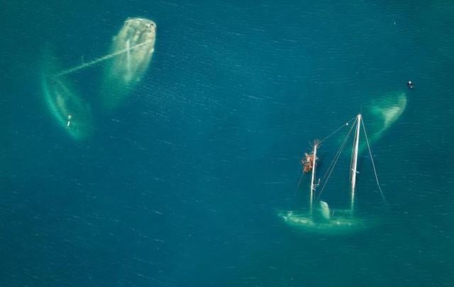 Những chiếc tàu chìm sau cơn bão Irma tại vịnh Saint John (Mỹ). Ảnh được chụp vào ngày 16 tháng 9