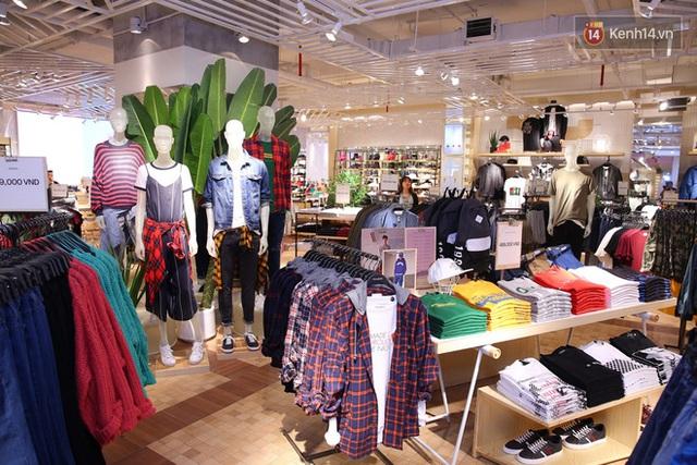 Pull&Bear Việt Nam: Giá rẻ hơn Thái Lan, áo phông giá từ 149.000 đồng, quần jeans từ 699.000 đồng - Ảnh 20.