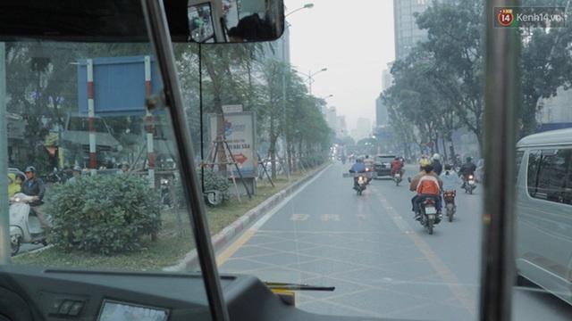 Vì có làn đường riêng dành cho xe buýt nên việc lưu thông không quá khó khăn.