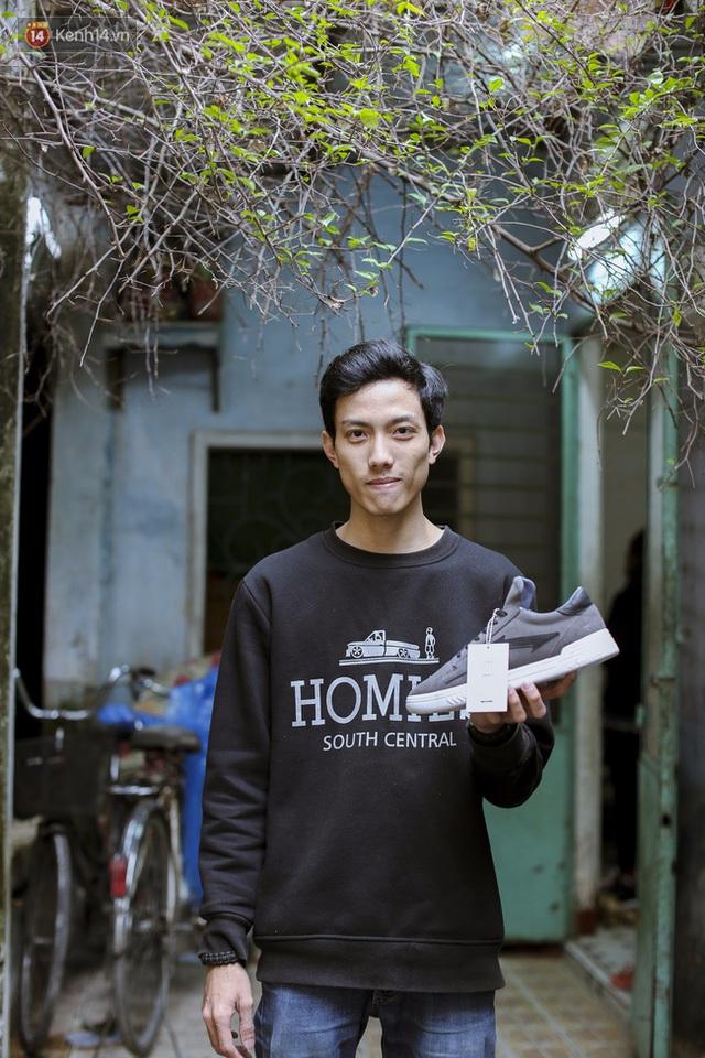 2 năm là quãng thời gian thách thức lòng kiên trì của Tiến với những mẫu giày anh ấp ủ mang ra thị trường