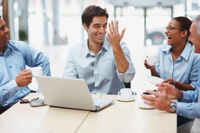 Đồng nghiệp có tính hài hước giúp công việc trôi chảy hơn