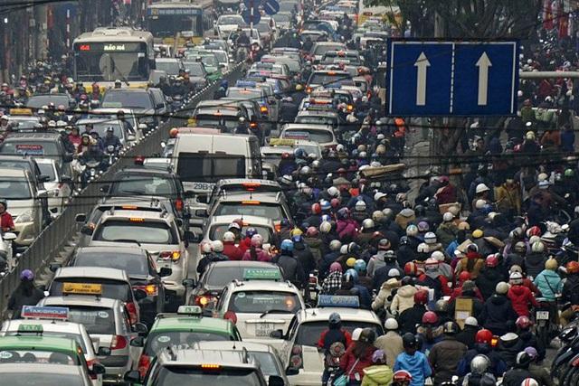 Nếu cứ duy trì thói quen đi lại bằng xe máy như hiện nay thì đến năm 2030, Hà Nội sẽ không thể chịu đựng được. (Ảnh: Internet)