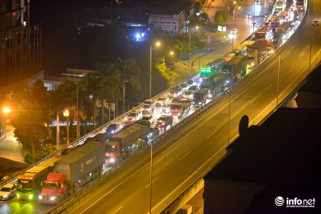 Hà Nội: Vạ vật đến nửa đêm vẫn không bắt nổi xe khách về quê nghỉ lễ 2/9 - Ảnh 3.
