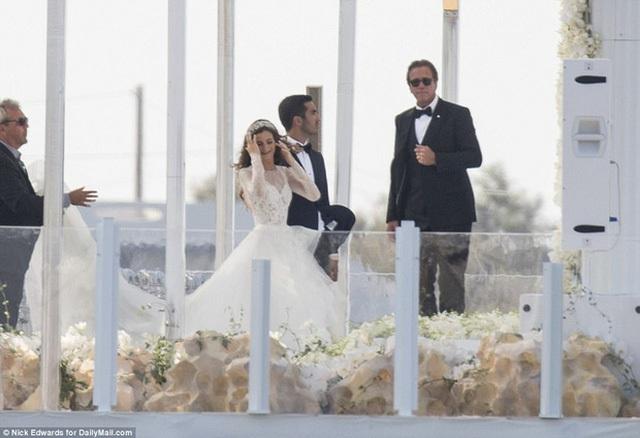 Cận cảnh đám cưới xa hoa ngút trời của con gái ông trùm địa ốc New York có giá 568 tỷ - Ảnh 3.