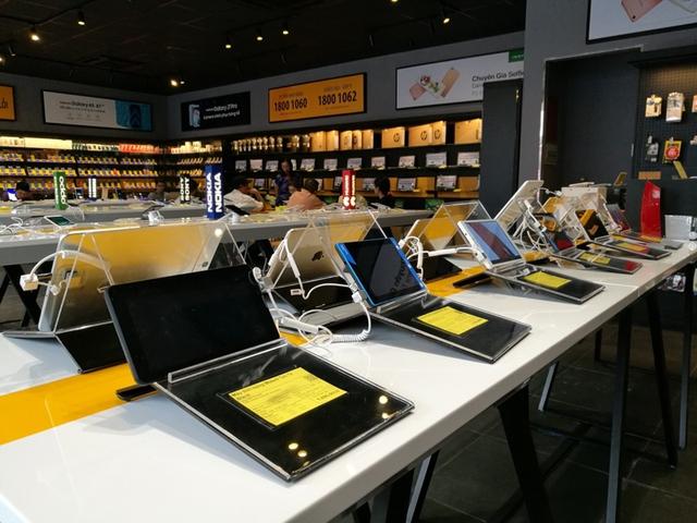 Bên trong cửa hàng mới toanh của Thế Giới Di Động: Đẹp, sang, ít nhân viên - Ảnh 3.