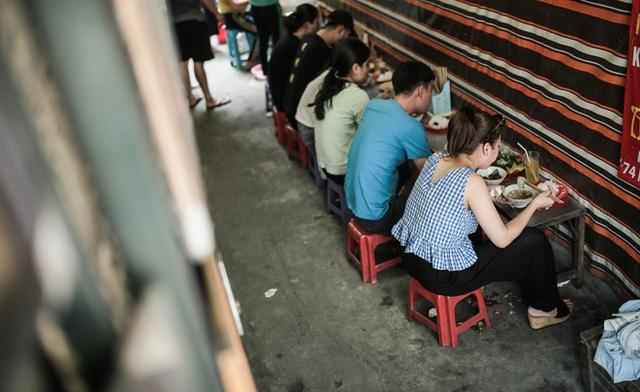 Chịu khổ để được ăn ngon, là kiểu của người Hà Nội - Ảnh 3.