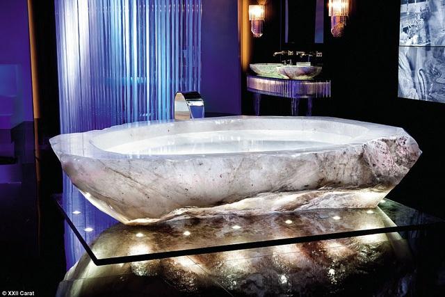 Choáng ngợp với bồn tắm bằng đá quý thạch anh trong biệt thự triệu đô của giới siêu giàu - Ảnh 3.
