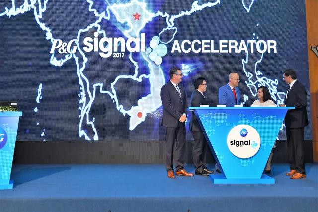 Lãnh đạo P&G và đối tác khởi động chương trình Signal Accelerator – một sân chơi sáng tạo dành cho các doanh nghiệp