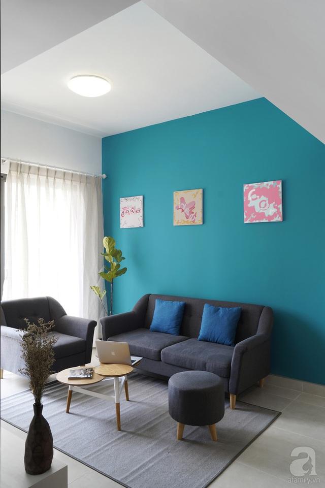 Khu vực phòng khách - bếp - ăn áp dụng phương pháp trang trí không giản, phân bố không gian bằng màu sơn tường.