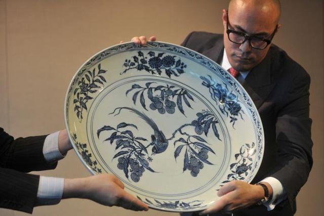 Một chiếc bát sứ nhỏ có thể được bán cả triệu đô: Điều gì làm nên mức giá ngất ngưởng của gốm sứ Trung Quốc - Ảnh 3.