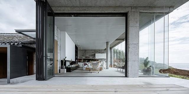 Các KTS đã cân nhắc cân nhắc đến kiến trúc địa phương, cấu trúc nội thất, cảnh quan và không gian khi cải tạo ngôi nhà.