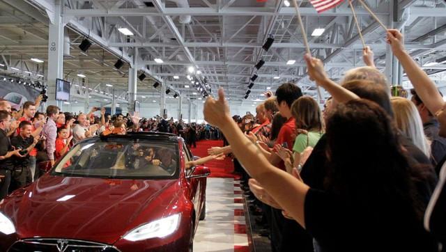 Làm việc tại Tesla cứ như uống nước bằng vòi chữa cháy! Hãy sẵn sàng ngất xỉu ngay trong giờ làm! - Ảnh 2.