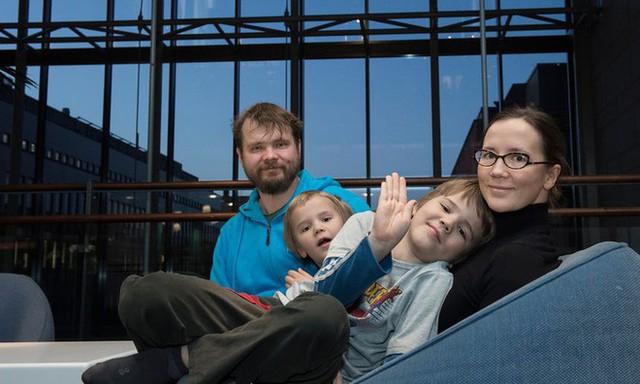 Gia đình hạnh phúc của anh chị Petri và Kirsi Louhelainen.