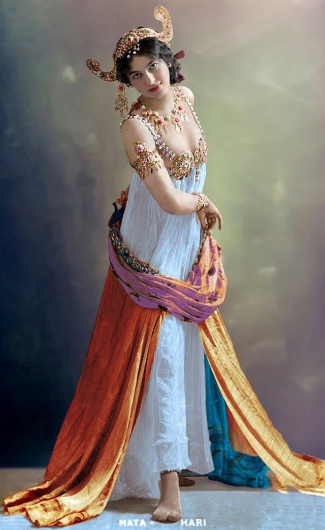 photo-2-1513397878877 Nữ điệp viên Mata Hari huyền thoại với vũ điệu thoát y khiến hơn 50.000 lính Pháp phải bỏ mạng trong thế chiến