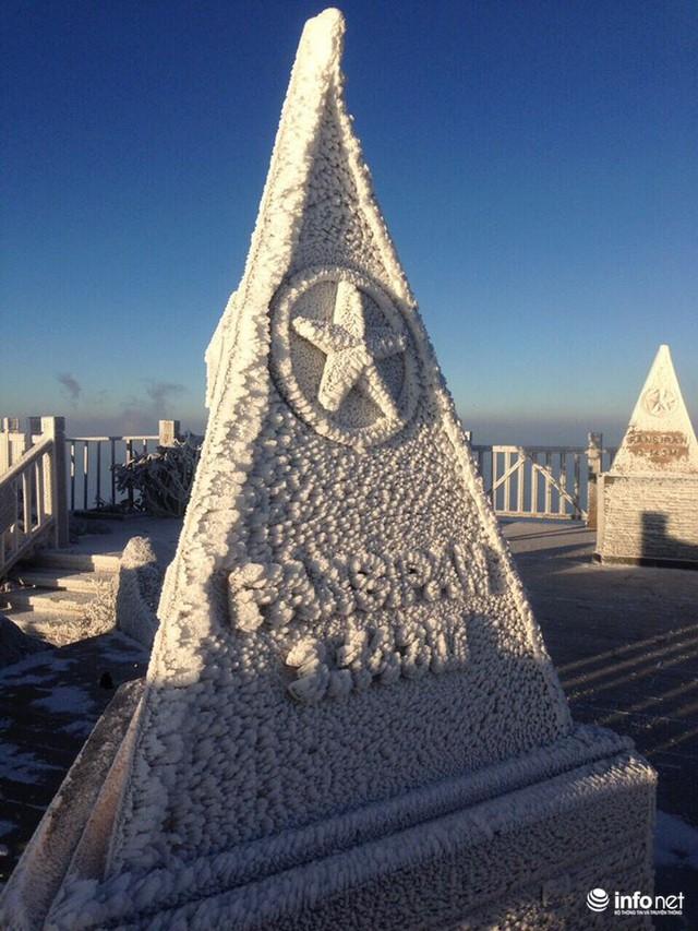 Nhiệt độ xuống âm 7 độ C, đỉnh Fansipan phủ trắng băng tuyết - Ảnh 3.