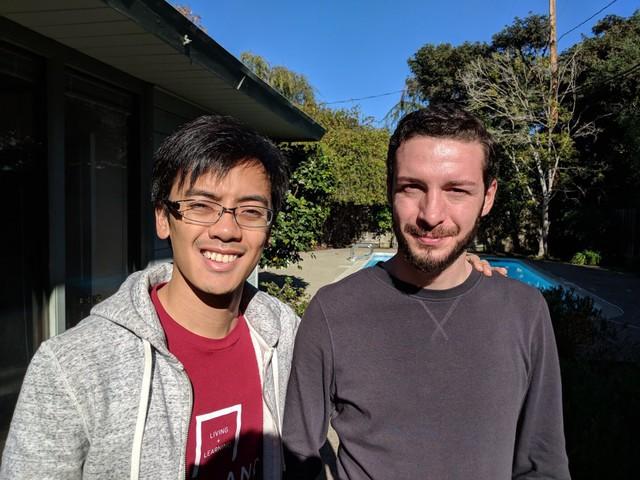 Derek Tsoi và Shalva Daushvili, 2 sinh viên hiện đang ở nơi đây.
