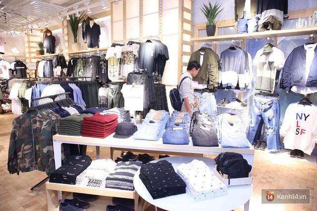 Pull&Bear Việt Nam: Giá rẻ hơn Thái Lan, áo phông giá từ 149.000 đồng, quần jeans từ 699.000 đồng - Ảnh 21.