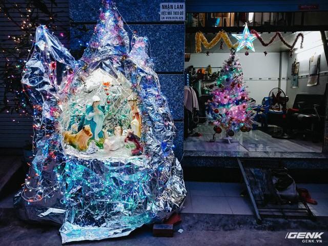 Đời sống qua lăng kính smartphone (Kỳ 1): Người dân Sài Gòn nô nức trang trí phố xá đón Noel đến gần - Ảnh 21.