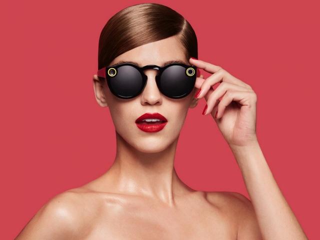 Chiếc kính râm thời thượng Spectacles