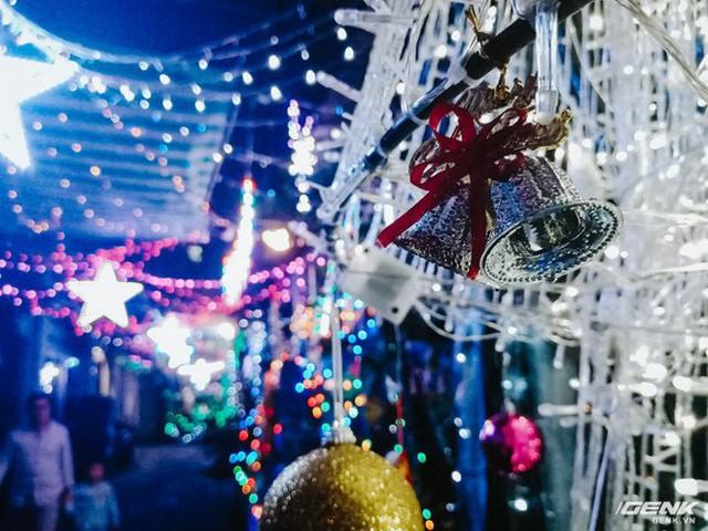 Đời sống qua lăng kính smartphone (Kỳ 1): Người dân Sài Gòn nô nức trang trí phố xá đón Noel đến gần - Ảnh 24.