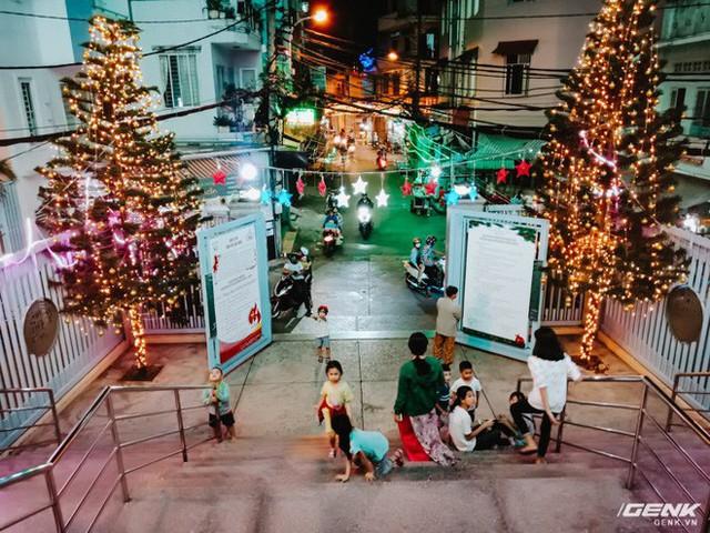 Đời sống qua lăng kính smartphone (Kỳ 1): Người dân Sài Gòn nô nức trang trí phố xá đón Noel đến gần - Ảnh 25.