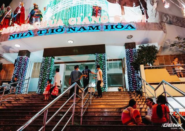 Đời sống qua lăng kính smartphone (Kỳ 1): Người dân Sài Gòn nô nức trang trí phố xá đón Noel đến gần - Ảnh 26.