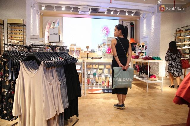 Pull&Bear Việt Nam: Giá rẻ hơn Thái Lan, áo phông giá từ 149.000 đồng, quần jeans từ 699.000 đồng - Ảnh 27.