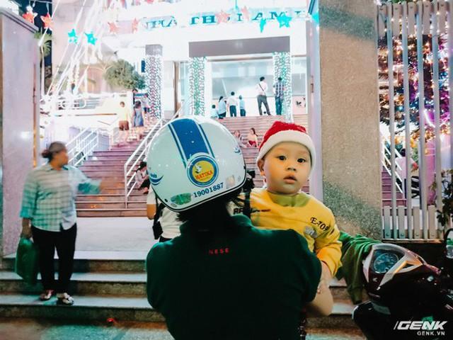 Đời sống qua lăng kính smartphone (Kỳ 1): Người dân Sài Gòn nô nức trang trí phố xá đón Noel đến gần - Ảnh 27.