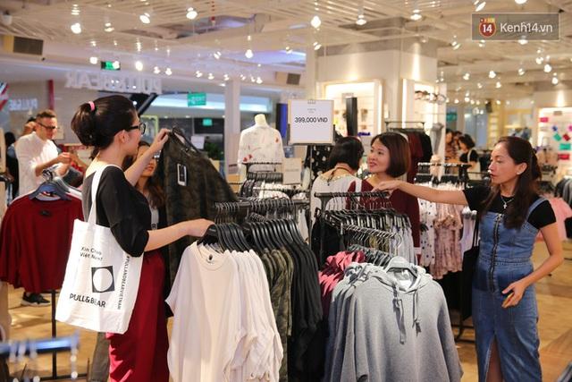 Pull&Bear Việt Nam: Giá rẻ hơn Thái Lan, áo phông giá từ 149.000 đồng, quần jeans từ 699.000 đồng - Ảnh 28.