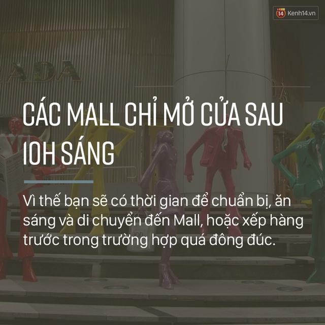 Các bạn hãy nhớ, trung tâm thương mại ở Singapore chỉ mở cửa sau 10h sáng mà thôi, vì thế hãy sắp xếp thời gian của mình để đừng phí bất cứ một phút giây nào nhé.