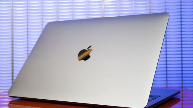 Logo của Apple ở trên Macbook Pro