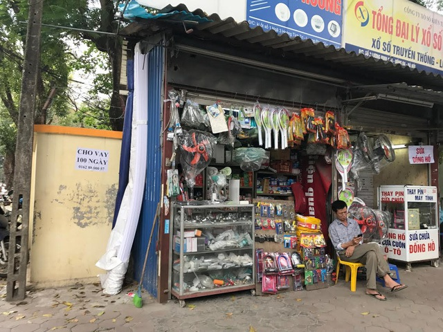 Thậm chí, có cửa hàng sâu chỉ khoảng nửa mét.