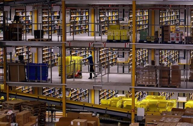 Kho hàng của Amazon trông cực kỳ lộn xộn, nhưng thực ra đó lại là đỉnh cao của nghệ thuật lưu trữ bằng công nghệ - Ảnh 4.