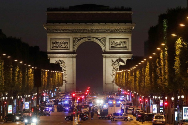 Paris: Xả súng giữa đại lộ Champs Élysées, một cảnh sát thiệt mạng - Ảnh 4.