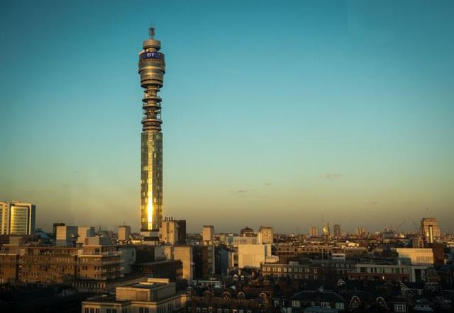 Khách sạn xoay và đài quan sát tại Tháp British Telecom hoàn toàn cấm cửa với khách du lịch.
