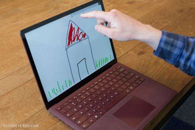 Sản phẩm Surface dù độc đáo nhưng chưa đủ mạnh đối với những cái tên lớn như Asus, Dell, HP trên thị trường.