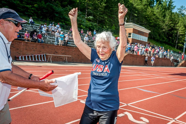 5 bài học cuộc sống từ cụ bà 101 tuổi phá kỷ lục thế giới: chạy 100m chỉ mất 40.12 giây - Ảnh 4.