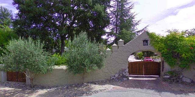 Căn nhà của Larry Page ở vùng Palo Atlo được thiết kế theo phong cách sinh thái xanh.