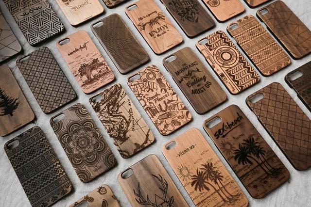 Ốp điện thoại, lọ hoa, chậu cây, mô hình động vật là những sản phẩm độc đáo mà Kiên tạo nên.