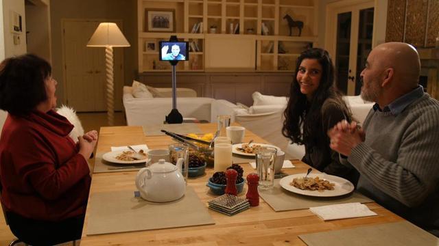Cùng trò chuyện trong bữa tối qua robot Ohmni