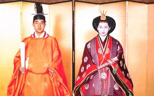 Bộ lễ phục Thái tử phi mặc trong ngày hành lễ nặng tới 15kg (Ảnh: Internet)