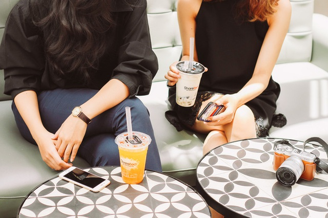 Họ lựa chọn quán trà sữa khi muốn hẹn hò với bạn bè, học nhóm hay làm việc (Ảnh: Instagram)