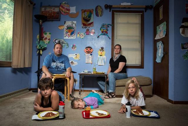 """Bữa ăn tối chuẩn """"văn hóa Mỹ"""" - câu chuyện từ những bức ảnh khiến nhiều người suy ngẫm - Ảnh 4."""
