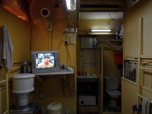 """Cư dân có thể dùng khu vực công cộng bao gồm bồn rửa mặt và toilet, nhưng khi gần 30 con người cùng chung sống với nhau thì """"nguồn tài nguyên sạch"""" sẽ bị giảm dần."""