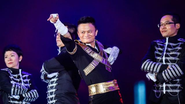Jack Ma nhảy điệu Michael Jackson trên sân khấu