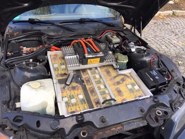 Bên trong động của của chiếc BMW điện do Ballendat chuyển đổi