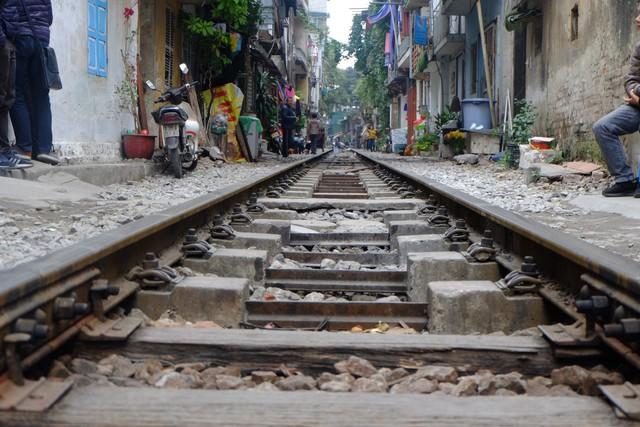 Công an xử phạt, đề nghị đóng cửa loạt quán cafe nằm giữa các con phố tàu ở Hà Nội, nhiều khách Tây ra về trong ngỡ ngàng - Ảnh 4.